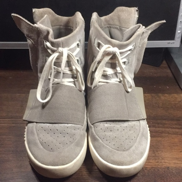 "official photos 29f0d f293b Authentic Yeezy ""OG"" 750 Boost"